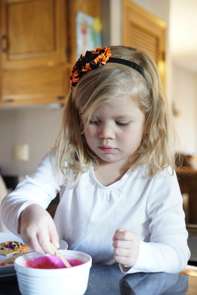 Kid-approved Halloween snack! Yogurt Dipped Graham Cracker Monsters