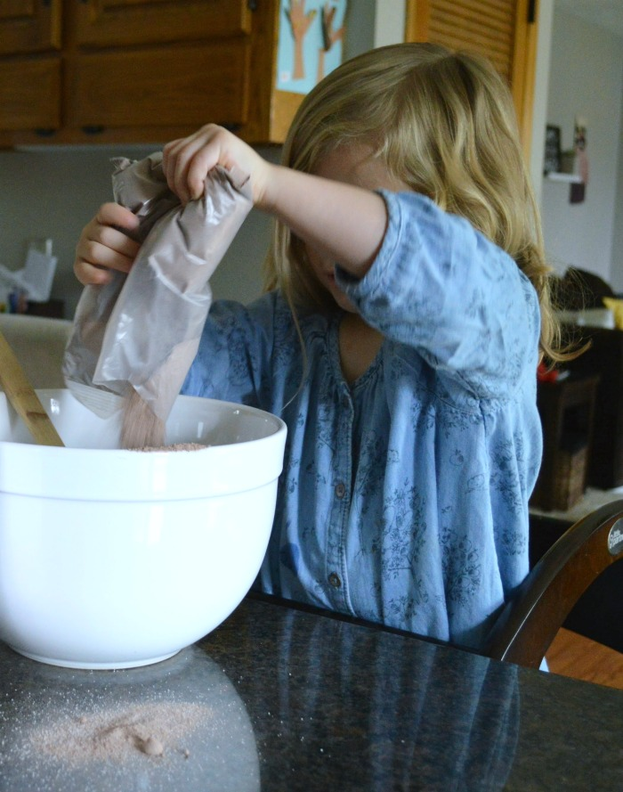 How we use The Original Learning Tower: Baking with mom