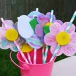 These adorable DIY felt flower and bug straw toppers are the perfect kid's activity for your summer picnic!
