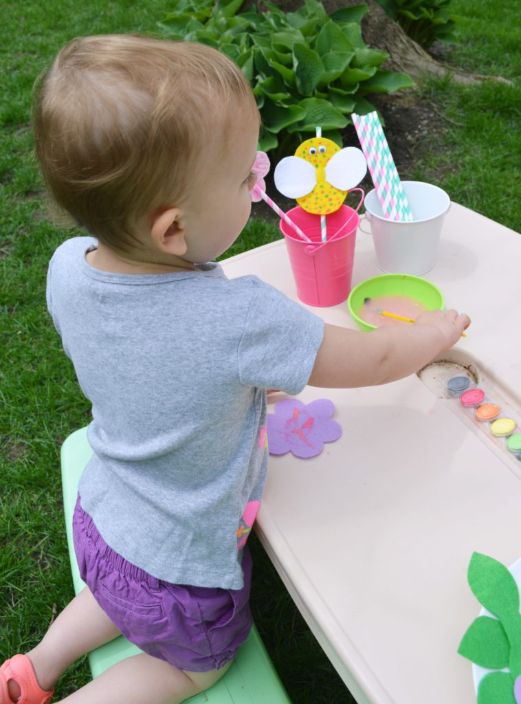 Toddlers will love making these adorable DIY felt straw toppers