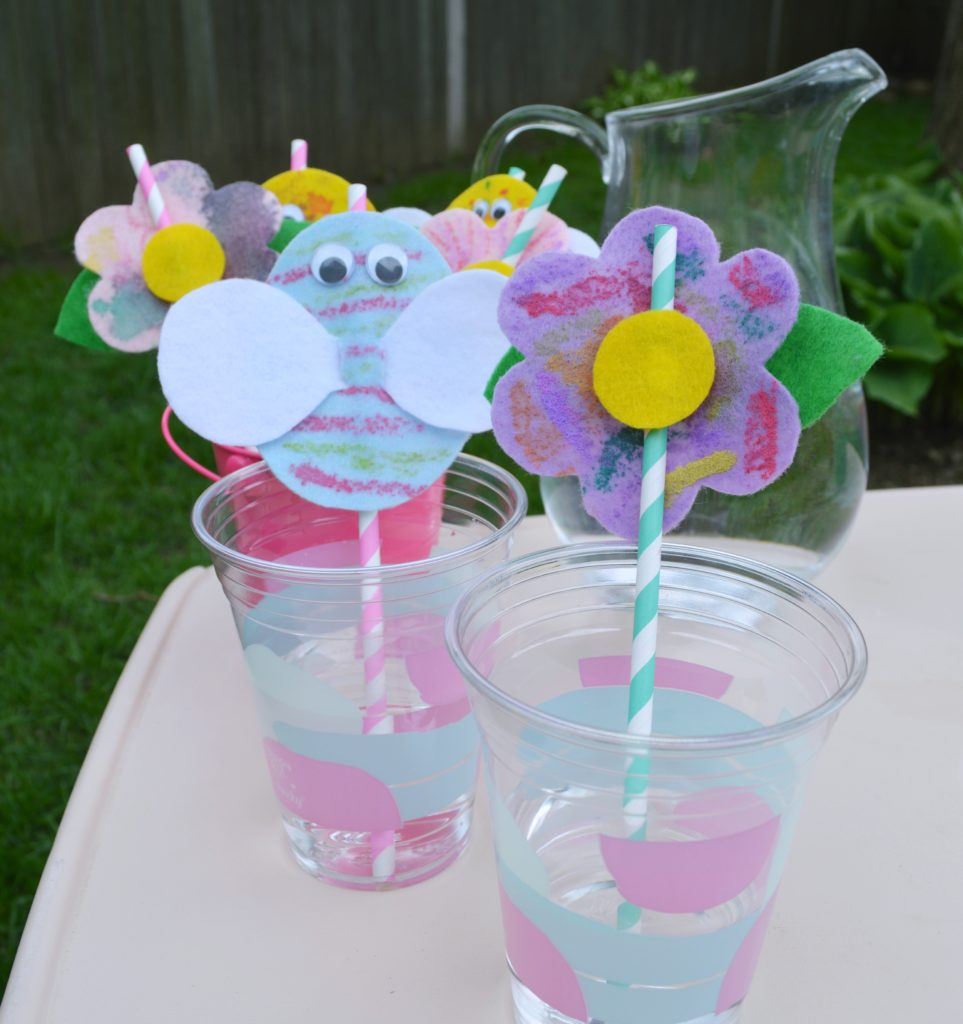 These adorable DIY felt straw toppers add a bit of fun to any summer picnic